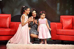 Sushmita Sen - Sen with her daughters at Raveena Tandon's show Isi Ka Naam Zindagi
