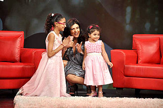 Sushmita Sen - Sen with her daughters at Raveena Tandon's show Isi Ka Naam Zindagi