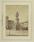 Széchenyi István (Ferenc József) tér, Széchenyi István szobra (Engel József, 1880.), háttérben balra a Magyar Fortepan - Budapest Főváros Levéltára. Levéltári jelzet- HU.BFL.XV.19.d.1.06.001 Fortepan 82262.jpg