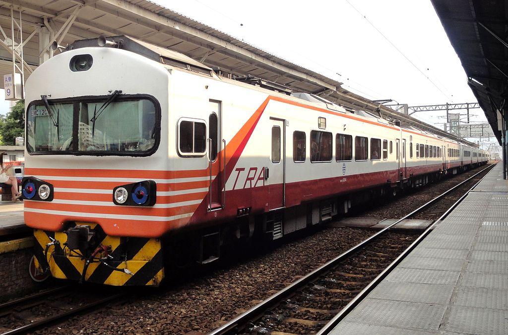 https://upload.wikimedia.org/wikipedia/commons/thumb/8/8f/TRA_EMU1200_at_Taichung_Station_20130807.jpg/1024px-TRA_EMU1200_at_Taichung_Station_20130807.jpg