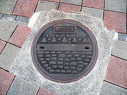 Taipei Underwater Manhole cover in Chenggong Road Section 5, Neihu District 20120929.JPG
