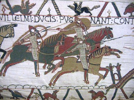 Knights in the 1140s still closely resembled those of the previous century, depicted here in the Bayeux Tapestry Tapisserie cavaliers.JPG