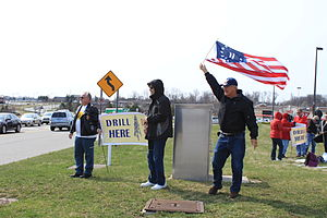 English: Tea Party 'Tax Day' protesters, April...