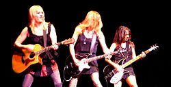 The Bangles, 2010 (v. l. nach r.: Debbi Peterson, Vicki Peterson und Susanna Hoffs)