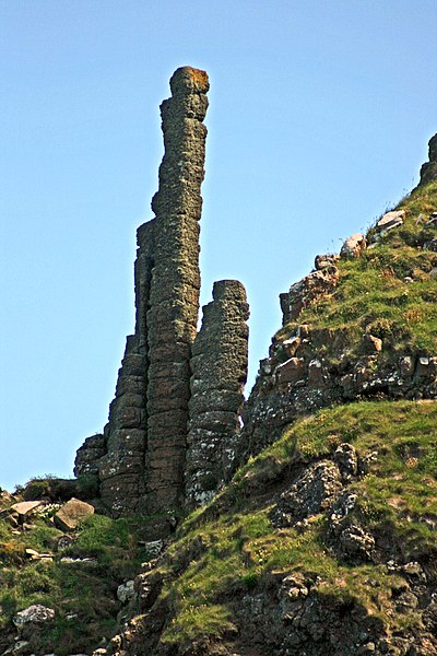 File:The Chimney Stacks, Giants Causeway, County Antrim_fa_rszd.jpg