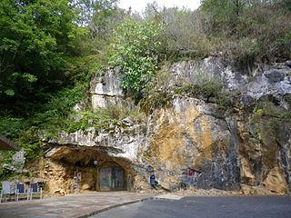 Der Eingang der Höhlen von Isturitz und Oxocelhaya