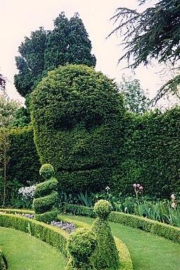 Topiary, Abbey House Gardens, Malmesbury - geograph.org.uk - 1777314