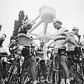 Tour de France , renners bij Atomium, Bestanddeelnr 911-3741.jpg