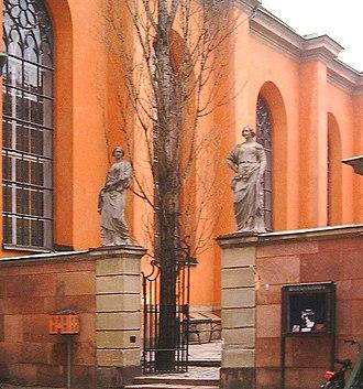 Trångsund, Stockholm - Two sculptures - Reason (Förnuftet) and Heavenly Love (Den gudomliga kärleken) - from the early 18th century flanking the gate to the former graveyard.