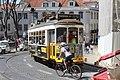 Tramway place Cathédrale Lisbonne 7.jpg