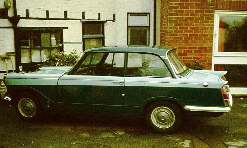 File:Triumph Herald 1200 in profile.jpg