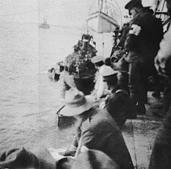 Troops preparing to disembark waiting to land New Zealand troops at ANZAC Cove, Gallipoli, Turkey, 1915 (3465992155).jpg