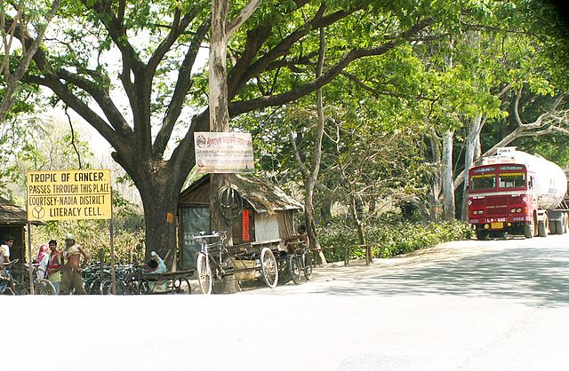 http://upload.wikimedia.org/wikipedia/commons/thumb/8/8f/Tropic_of_cancer_nadia_wb_india.jpg/640px-Tropic_of_cancer_nadia_wb_india.jpg