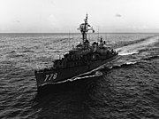 USS Massey (DD-778) underway in the Pacific Ocean on 6 April 1966 (USN 1116628)