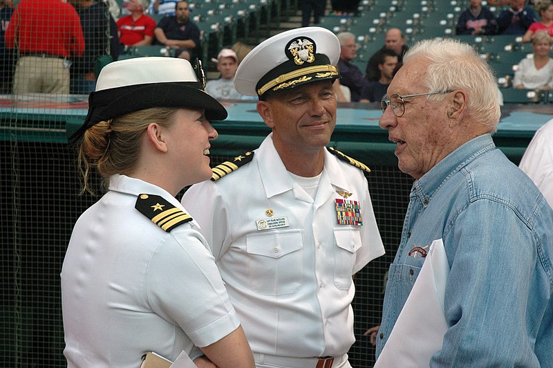 File:US Navy 060830-N-1805P-004 Lt. Cmdr. Elizabeth Zimmermann, amphibious transport dock ship USS Cleveland (LPD 7) Commanding Officer, Capt. Frank McCulloch and Major League Baseball Hall of Fame Inductee and World War II Navy vet.jpg