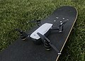 Un DJI Spark prêt à décoller depuis un skateboard.JPG