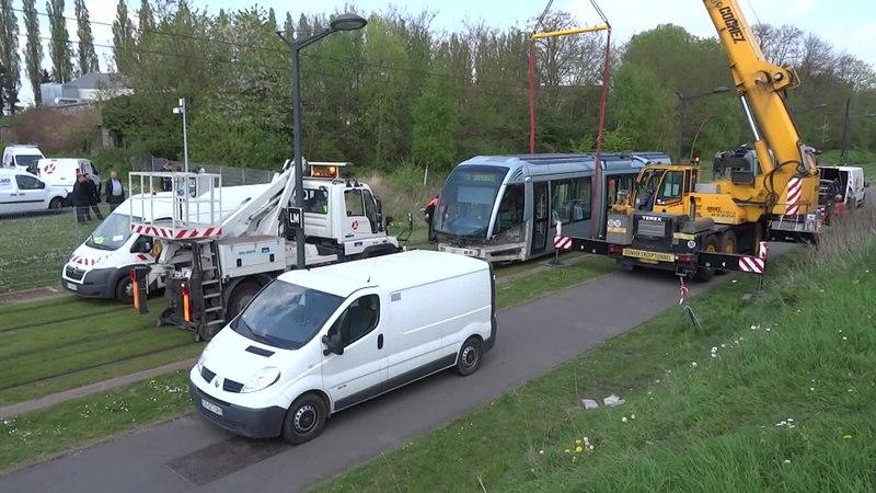 File:Valenciennes & Anzin - Déraillement de la rame de tramway n° 17 à la sortie du dépôt de Saint-Waast le 11 avril 2014 (082B).ogv