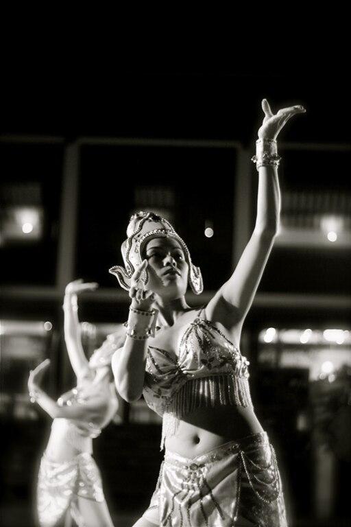 Vietnamese Dancers 1