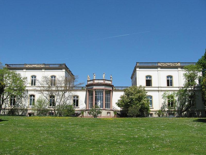 File:Villa Monrepos.jpg