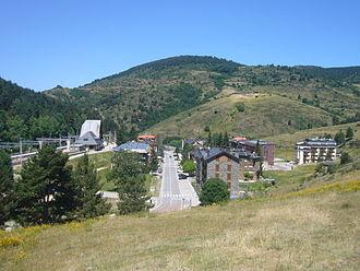 Alp, Catalonia - Image: Vista del barri de l'estació de tren de la Molina
