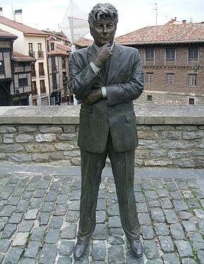 Statua di Ken Follett a Vitoria-Gasteiz (Spagna)