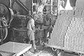WORKERS LOADING BUILDING BRICKS ON A CART IN A TEL AVIV FACTORY. מפעל ללבני בנייה בתל אביב. בצילום, פועלים מעמיסים לבנים על עגלה.D19-062.jpg