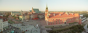 Castle Square, Warsaw - Castle Square with Zygmunt's Column (left), Royal Castle (right) and Warsaw's Old Town and St. John's Cathedral (top)