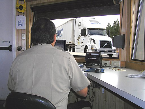 512px Weighing trucks 2 %283542971437%29 Oregon leading in enforcement of truck safety law
