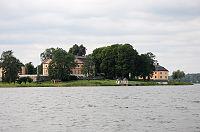 Yngaren Åkerö slott 2011.jpg