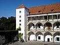 Zamek w Brzegu -dziedziniec. sienio.JPG