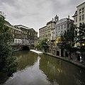 Zicht op de Oudegracht met de werfkelders en het Stadhuis - Utrecht - 20396512 - RCE.jpg