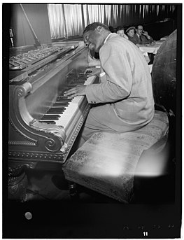 (Portrait of Erroll Garner, New York, N.Y., between 1946 and 1948) (LOC) (5306376291).jpg