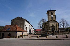 Bazegney - Image: Église fontaine lavoir 00442