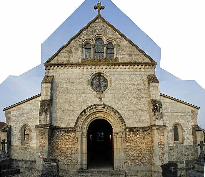 Église, le portail ouest à Coolus.