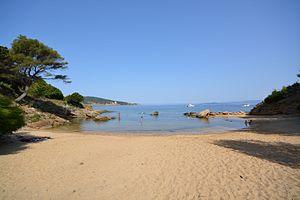 Île du Levant - La plage des grottes sur l'île du levant