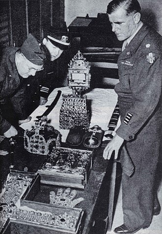 Sabre of Charlemagne - Examination of the Imperial regalia in the Wiener Nationalbank at their return in 1946.