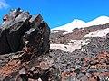 Вид на вершины со станции Гарабаши (3750 м). Эльбрус. Кабардино-Балкария.jpg