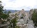 Крутой ключ. Скалы на вершине. На горизонте - Круглица (Таганай).jpg