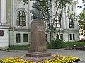 Маяковского 12, памятник Поленову01.jpg