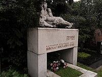 Могила народного художника СССР Николая Жукова.JPG