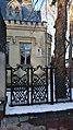 Фасад здания и мемориальная табличка на доме заслуженного деятеля науки В.И. Разумовского.jpg