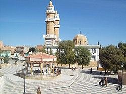 مسجد عبد الحفيظ القاسمي وساحة أول نوفمبر البيرين.jpg
