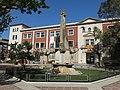 008 Plaça del Quarter (Valls), al fons l'institut Serra de Miramar.jpg