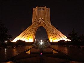 Haute de 45 mètres, la tour Azadi est un des symboles de Téhéran.