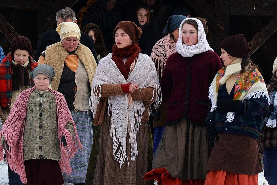 0738 Regisseur Ed Ehrenberg beim Dreh zu - Als der Tod ins Leben wuchs - im Volksmuseum von Sanok