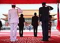 10.03 總統與宏都拉斯共和國葉南德茲(Juan Orlando Hernández)總統伉儷於「軍禮歡迎儀式」現場 (29786033450).jpg