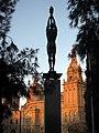 152 Monument a Ferrer i Guàrdia, al fons el MNAC.jpg