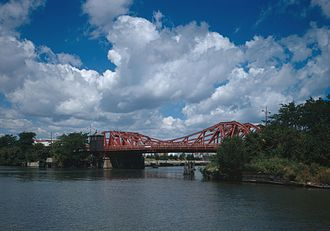 North Avenue Bridge - 1907 North Avenue Bridge in 1999, looking north from Goose Island