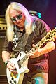 2015 Uriah Heep - Mick Box - by 2eight - DSC0817.jpg
