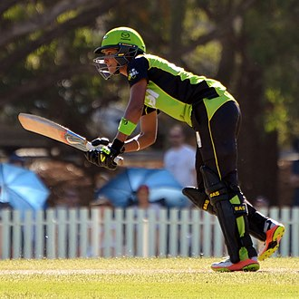 Harmanpreet Kaur - Kaur batting for Sydney Thunder during WBBL02.